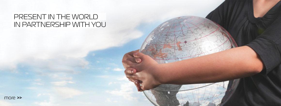 Presente no mundo,  em parceria com os seus clientes.